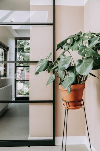 [] stalen schuifdeur plant