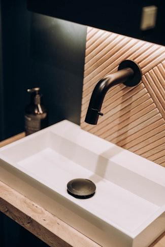 toilet design interieur wasbak kraan