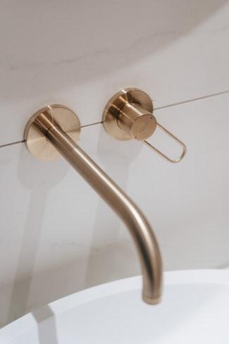 interieur design hotspot hotel hotelovernachting hattem badkamer marmer goud axor